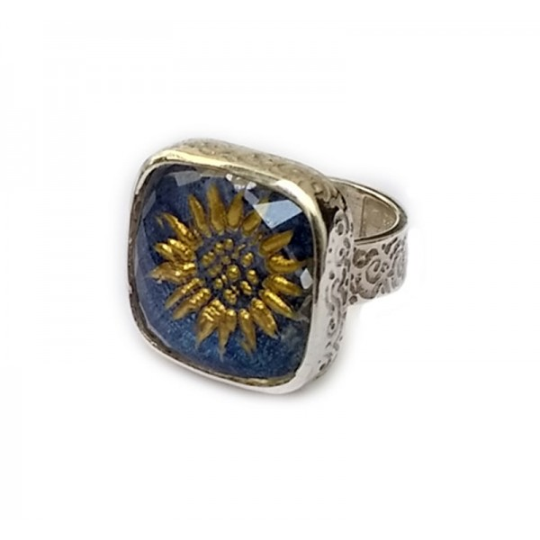 Cosmochaos Silver Sun-Flower square ring with quartz