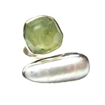 Efstathia Silver ring with green prehnite and fresh water pearl