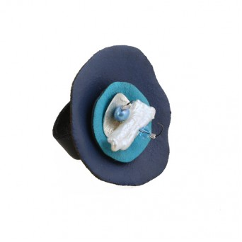 Jt Silver ring with blue leather circles, pearl and Swarovski