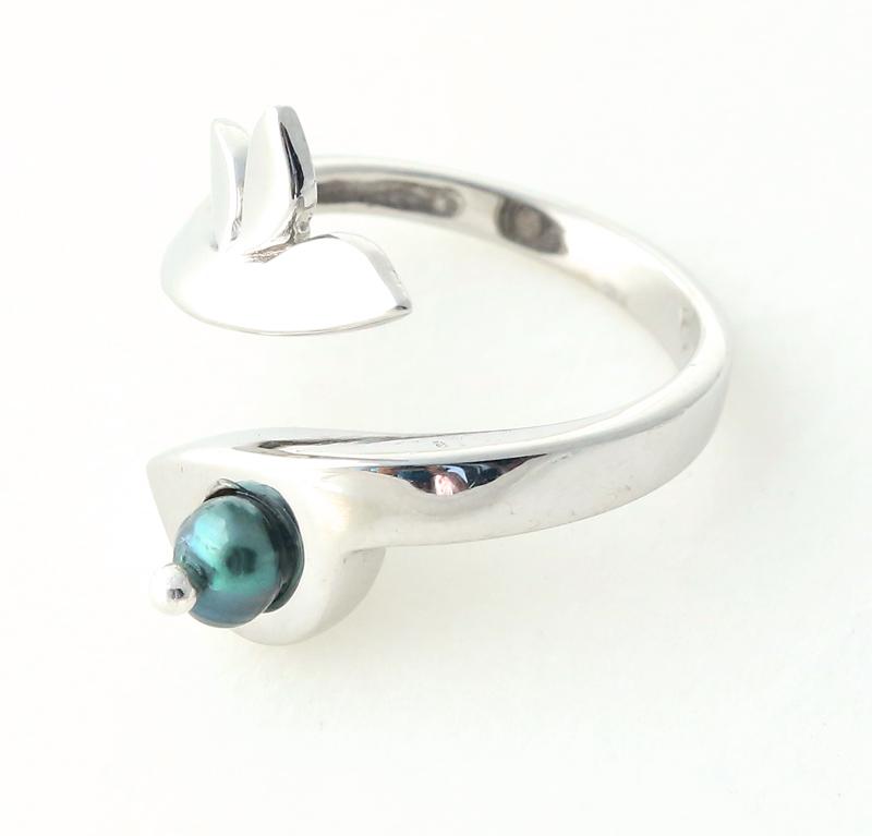 Aetoma Ασημένιο μονόπετρο δαχτυλίδι με μαύρο μαργαριτάρι