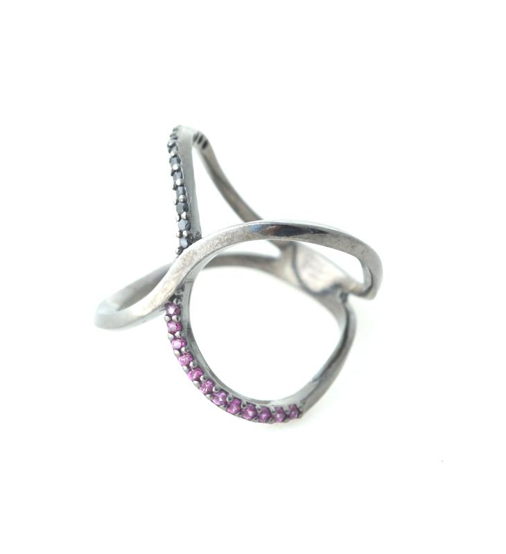 Aetoma Ασημένιο δαχτυλίδι Χ με φούξια και μαύρα ζιργκόν