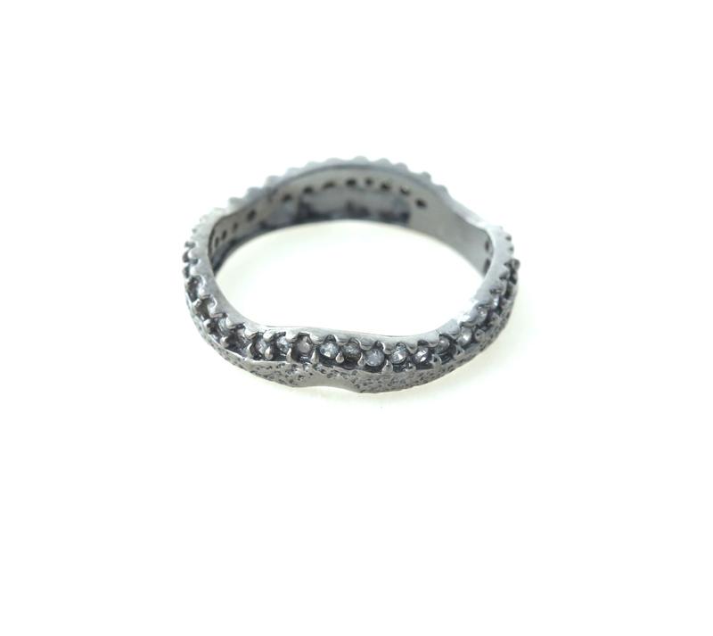 Aetoma Ασημένιο ολόβερο δαχτυλίδι με μαύρα ζιργόν