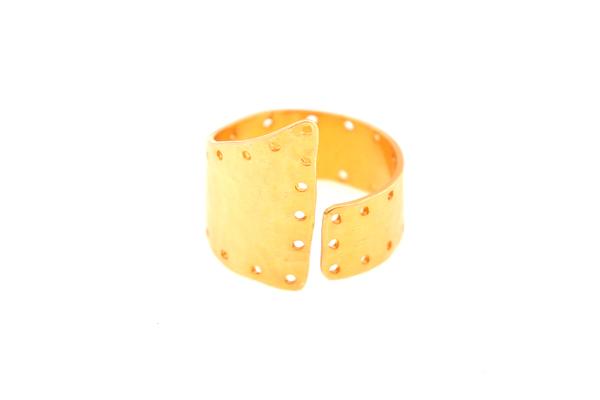 Antria Ασύμμετρο σφυρήλατο δαχτυλίδι από επιχρυσωμένο ασήμι