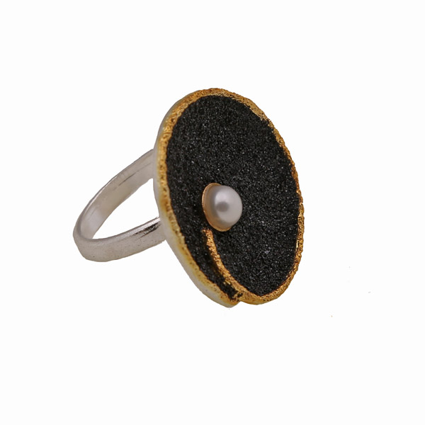 Jt-Joy Ασημένιο δαχτυλίδι με μαύρη λάβα και μαργαριτάρι