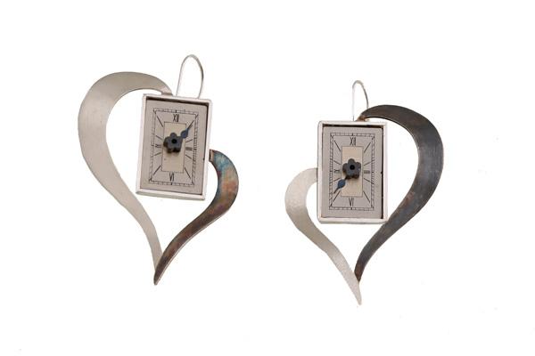 Krini Aσημένια σκουλαρίκια καρδιά vintage ρολόι
