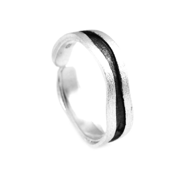 Stelios Ασημένιο δαχτυλίδι κυματιστή βέρα μαύρο πλατίνωμα