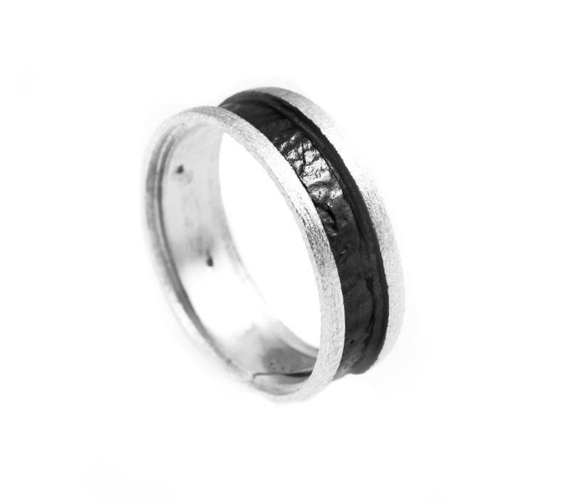 Stelios Ασημένιο δαχτυλίδι βέρα με μαύρο πλατίνωμα