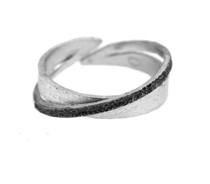 Stelios Ασημένιο δαχτυλίδι βέρα με διαγώνιο μαύρο πλατίνωμα