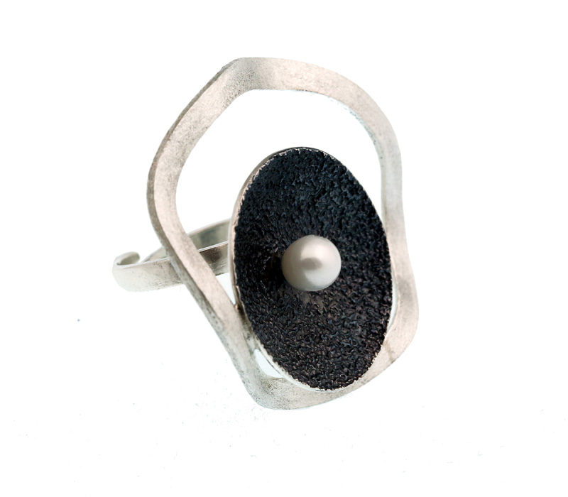 Stelios Ασπρόμαυρο ασημένιο δαχτυλίδι κύκλος με μαργαριτάρι