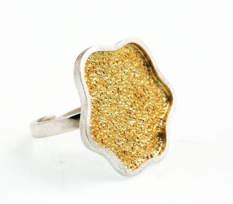 Stelios Ασημένιο κυματιστό δαχτυλίδι με επιχρυσωμένο ασήμι