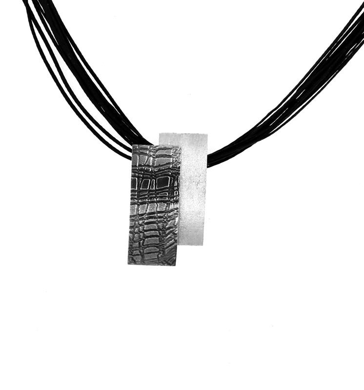 Stelios Ασημένιο ασπρόμαυρο μενταγιόν σε μαύρους κηρόσπαγγους